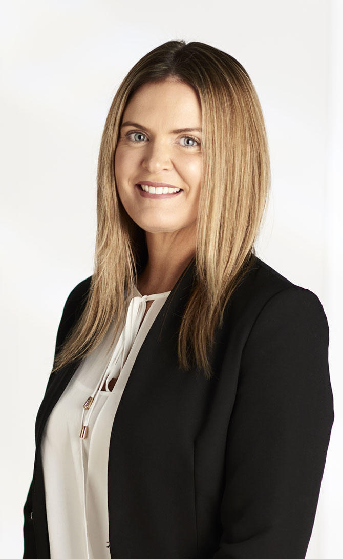 Sara mcfarlane real estate agent melbourne