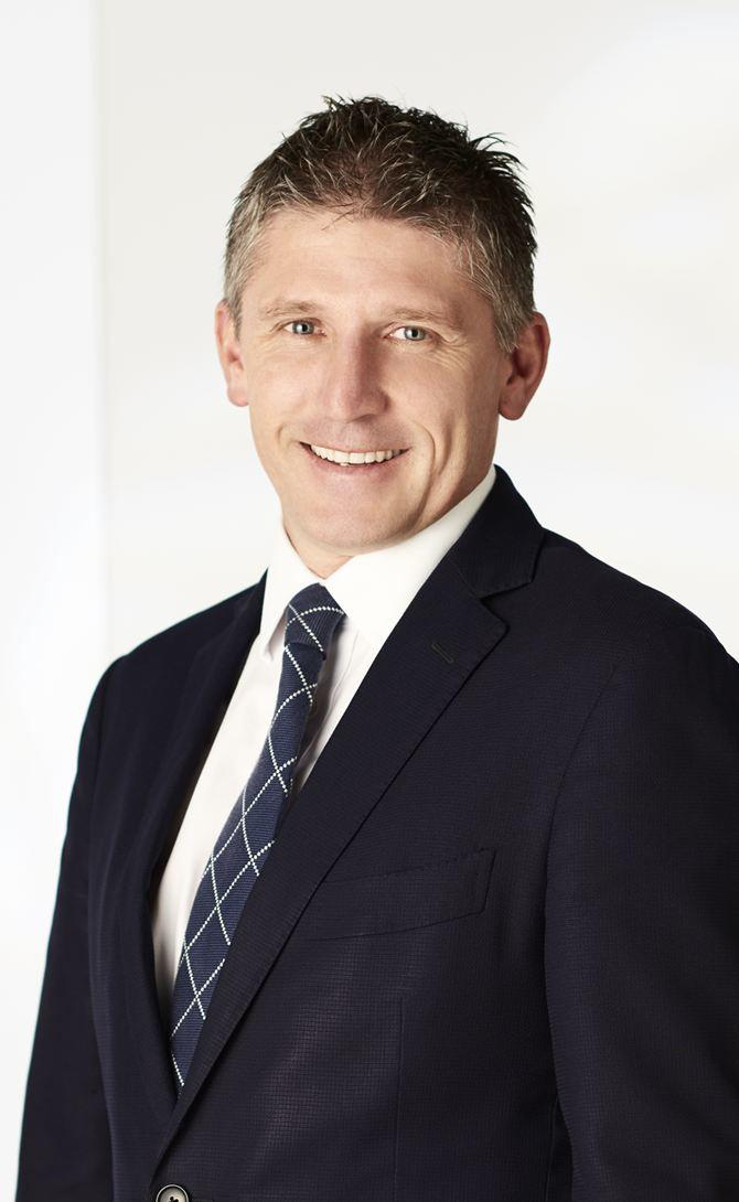 Mark mckenzie real estate agent melbourne